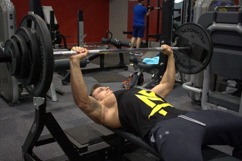 Różne rodzaje ławek treningowych