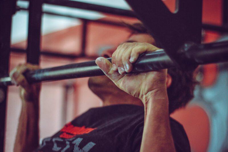 Jak rozpocząć ćwiczenia z drążkiem do podciągania?