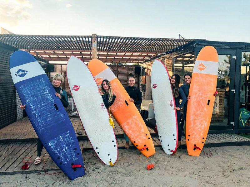 Lekcje surfingu – jak wybrać najlepszą szkołę?